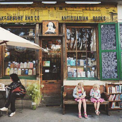 Larmour - bookworms in paris