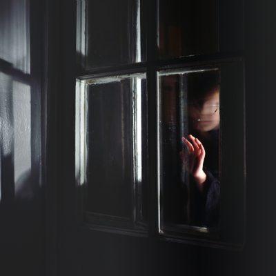 Darkness conceals uncertainty and mystery animates the imagination  Темнота таит неопределенность тайны и оживляет воображение