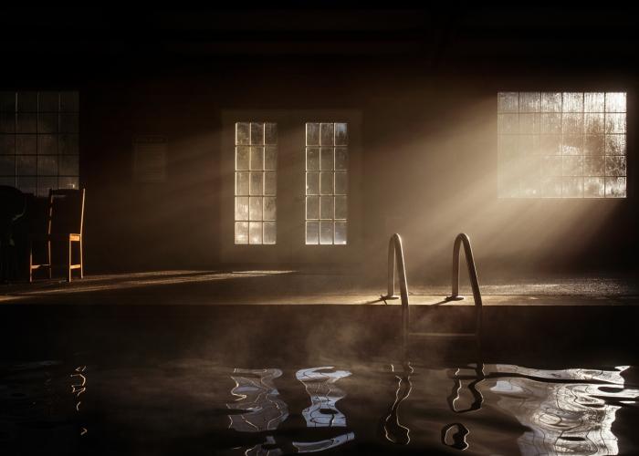 SelleckA-WinterMorningPool-BeautifulLight