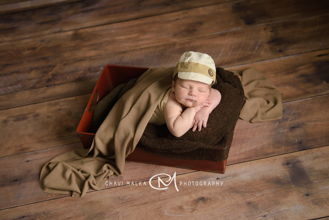 picture of baby in a box by Chavi Malka