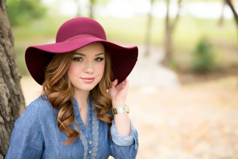 photo of senior in a purple hat by Kendra Paisley Photography