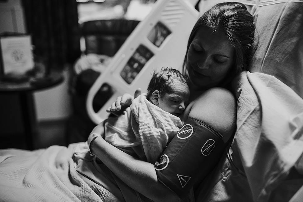 annebphotography-birthblackandwhite