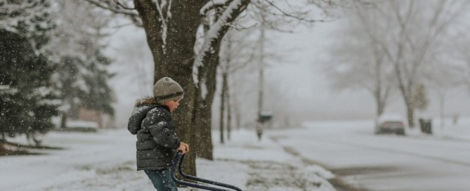 picture of kid shoveling snow in Chicago by Karyn Olsson