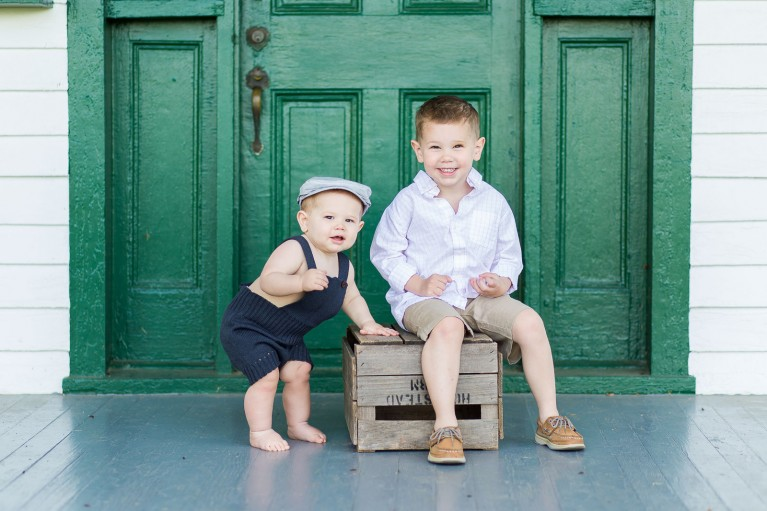 sibling mini session picture by Helen John
