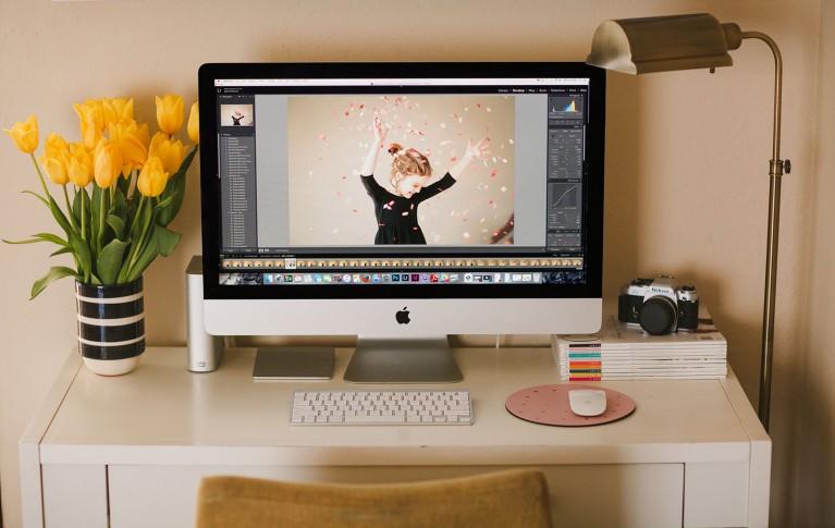 photographer desk space by April Nienhuis