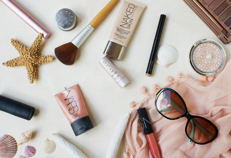 If you're photographing clients outside, it can be hard for them (and you) to stay looking fresh through the whole shoot. Here are my best tips for summer makeup!