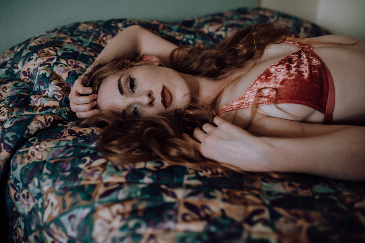 My favorite tips to make a woman feel at ease at a boudoir photo session.   Click Magazine