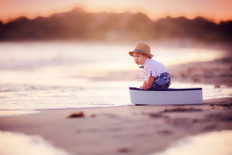 One of my most highly sought after sessions I offer is the family sunset session. I'm here to share with you some insider tips to achieve coveted dreamy images at sunset.