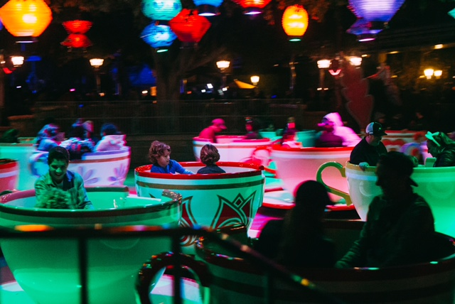 Disney photo on teacups ride, Disney selfie of woman on ride, Disney photo tips on slow shutter speed