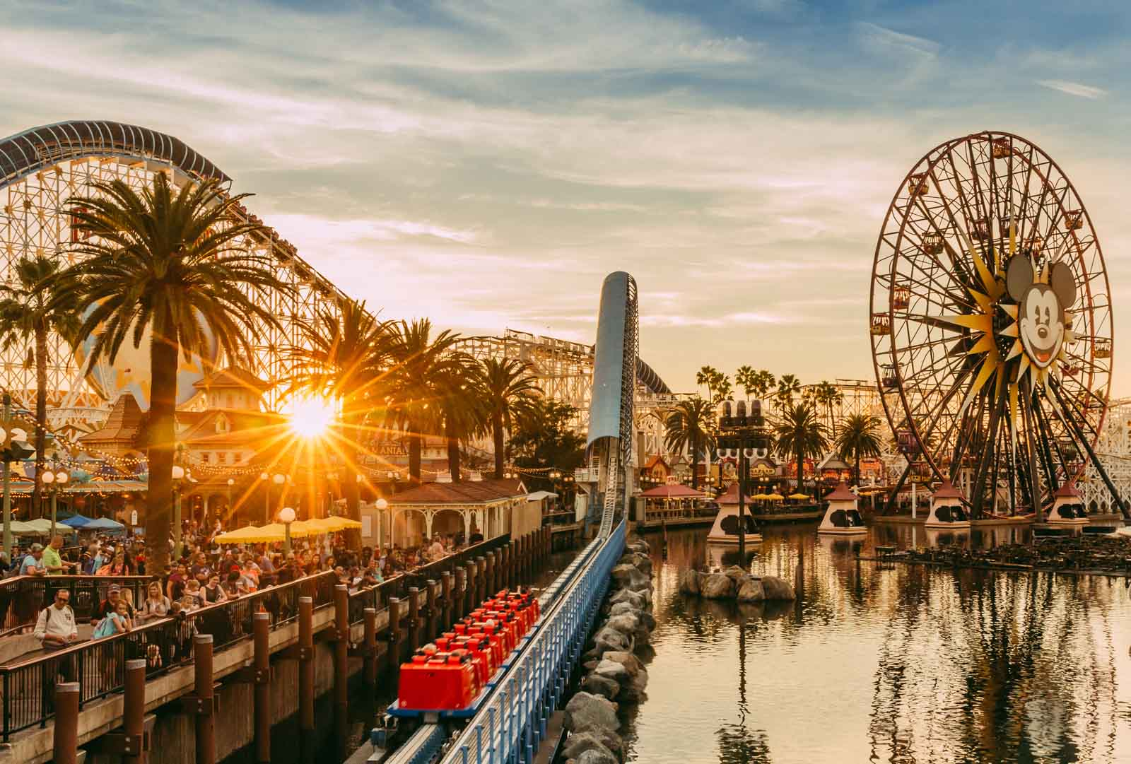 Disney photo of park at sunset, Disney photo tips on capturing environment with wide angle
