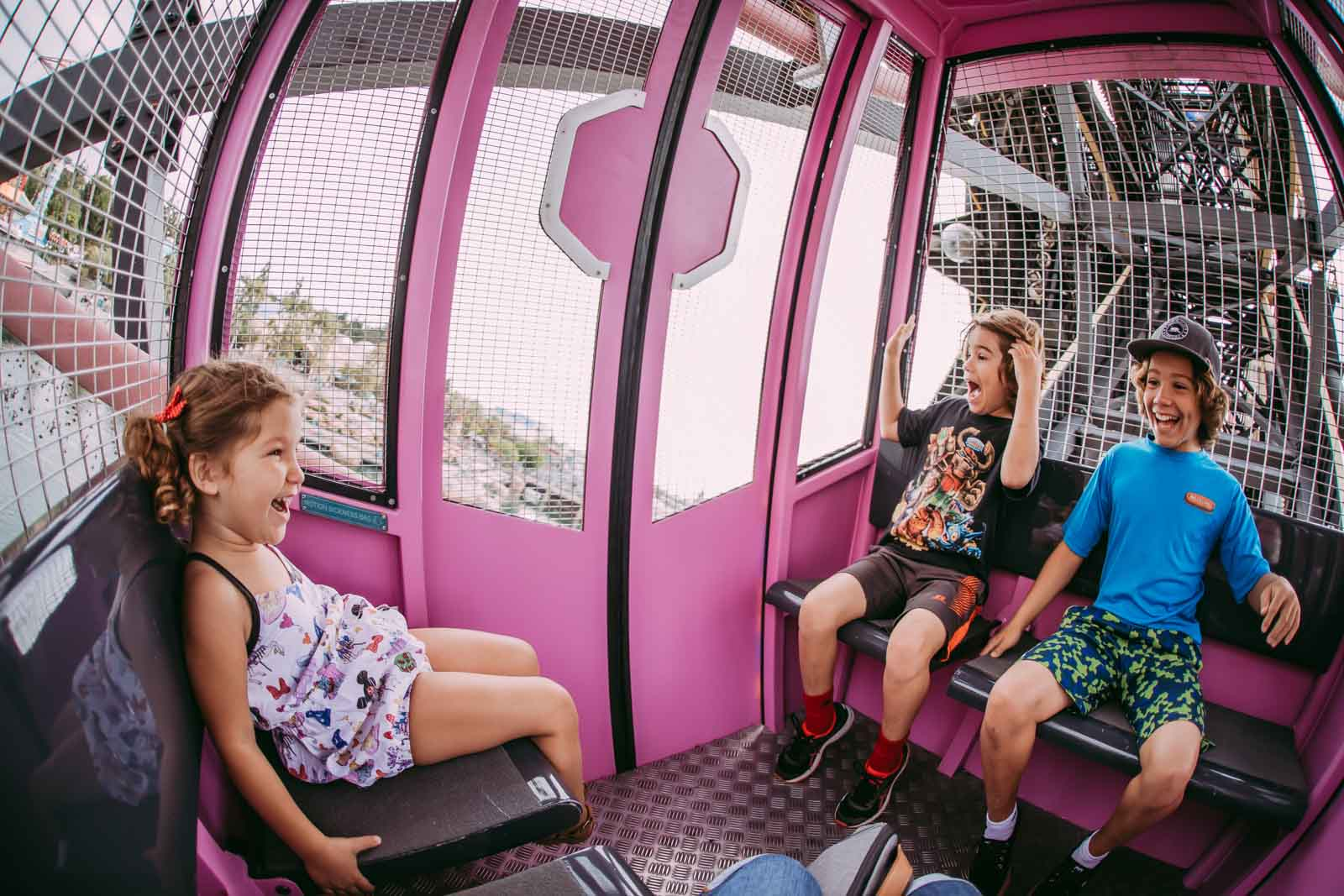 Disney photo of kids on a ferris wheel taken with fisheye lens, Disney photo tips on wide angle