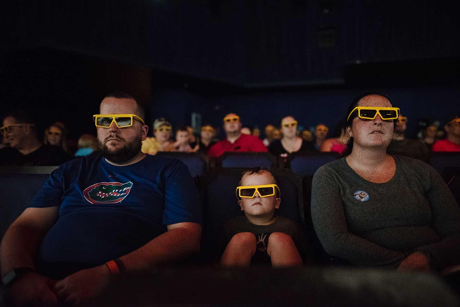Disney photo of family in 3d glasses, Disney photo tips on available light