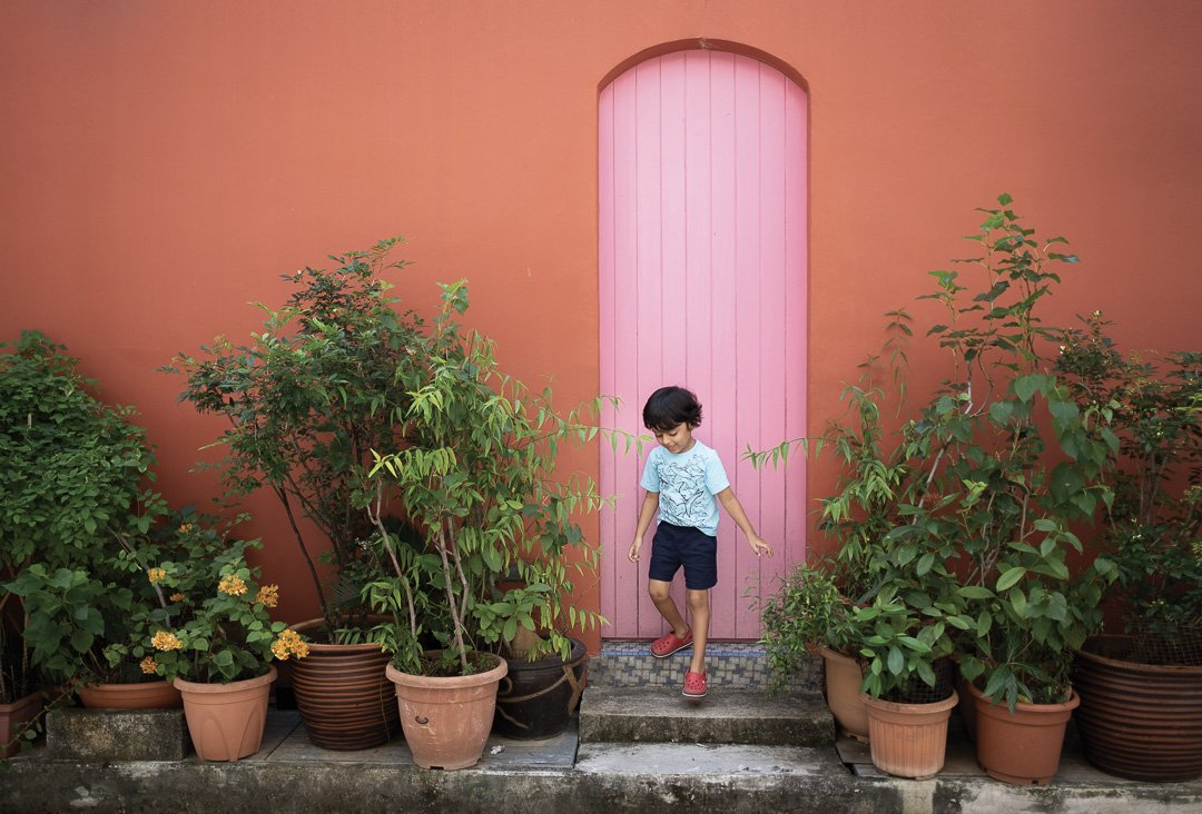 Pro inspo tips: 14 Ways colorful doors will make your photos pop