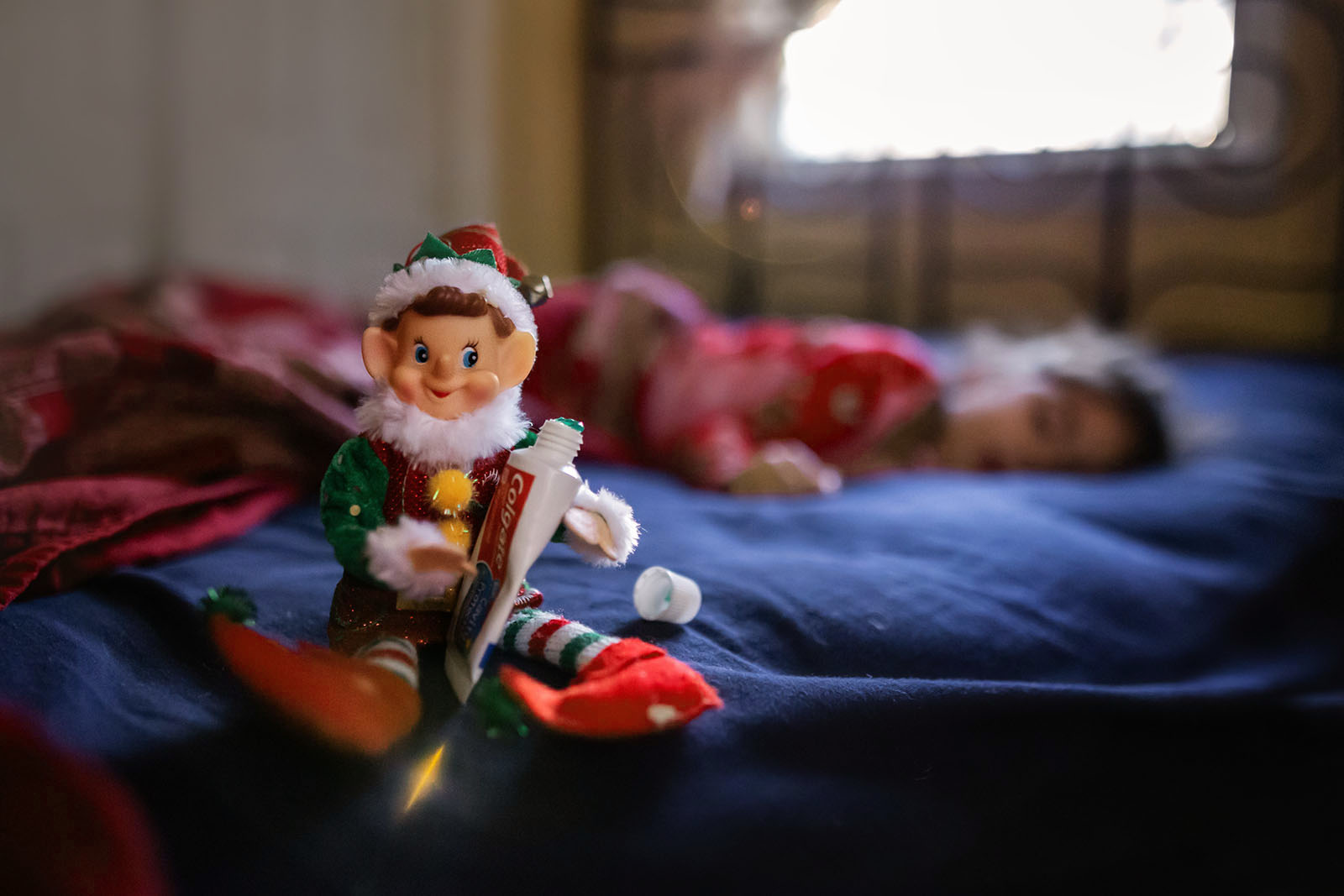 Add magic to indoor holiday photos with a wider aperture