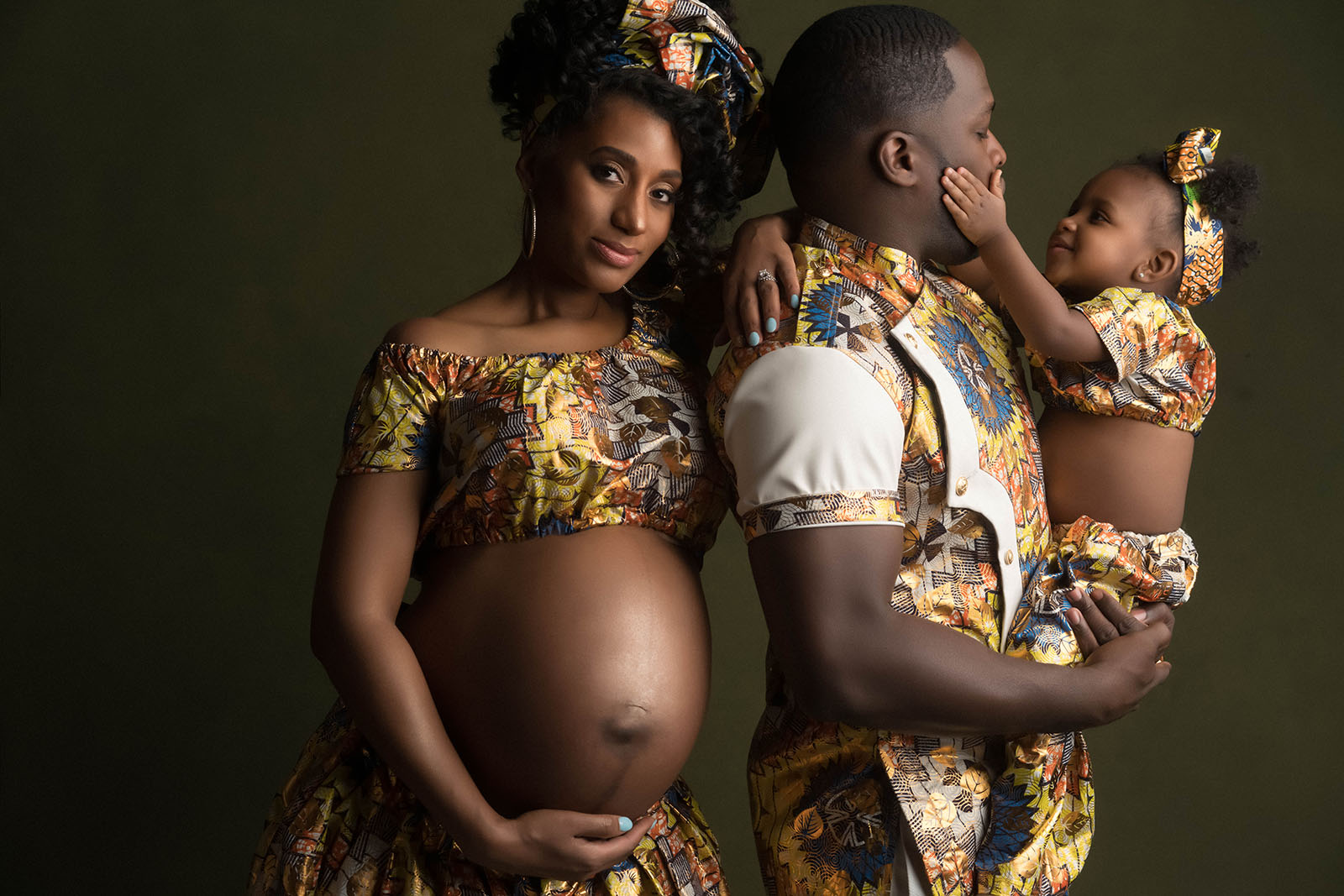 unique maternity photos by Sophia Barrett