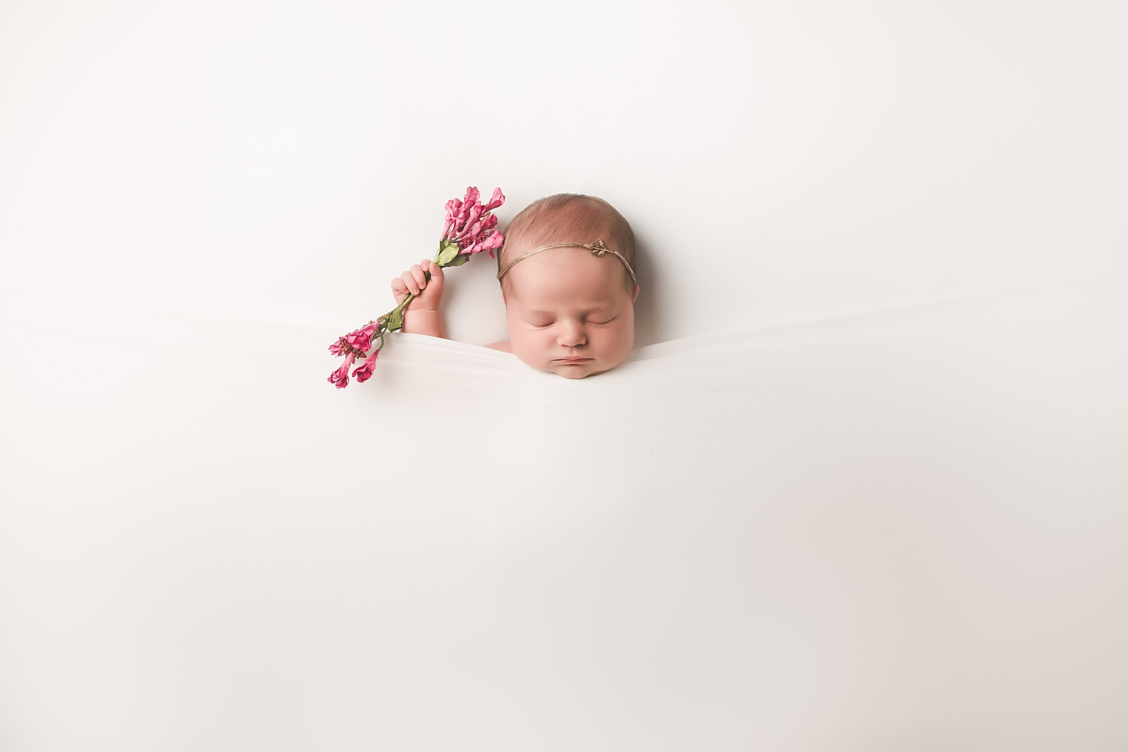 The perfect newborn photo session posing flow