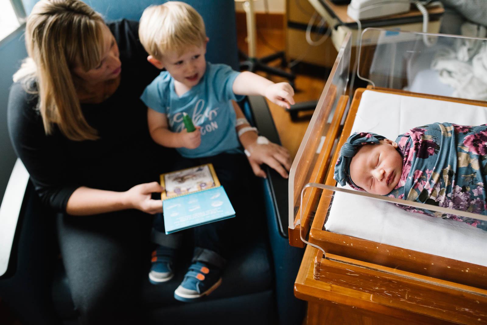 Sibling meets new baby at Fresh 48 newborn session