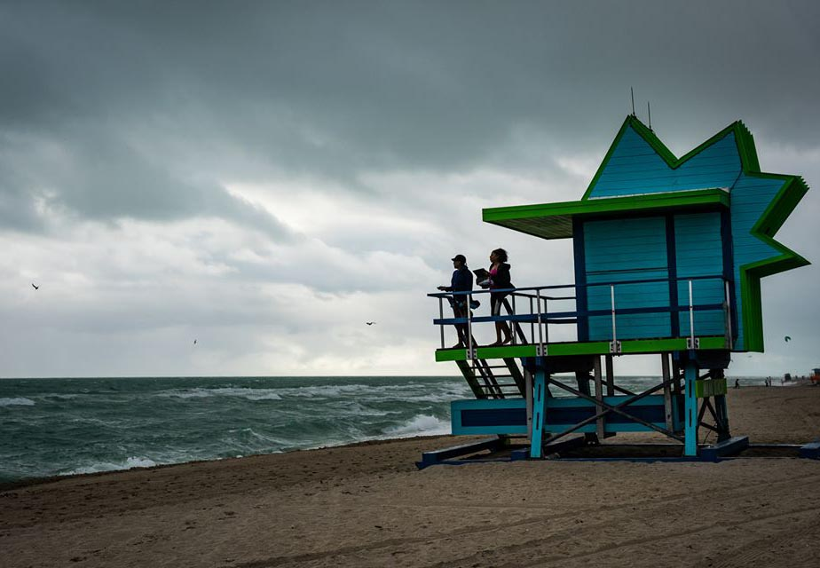 Photo of lifeguard stand taken with Sigma 24-70mm lens