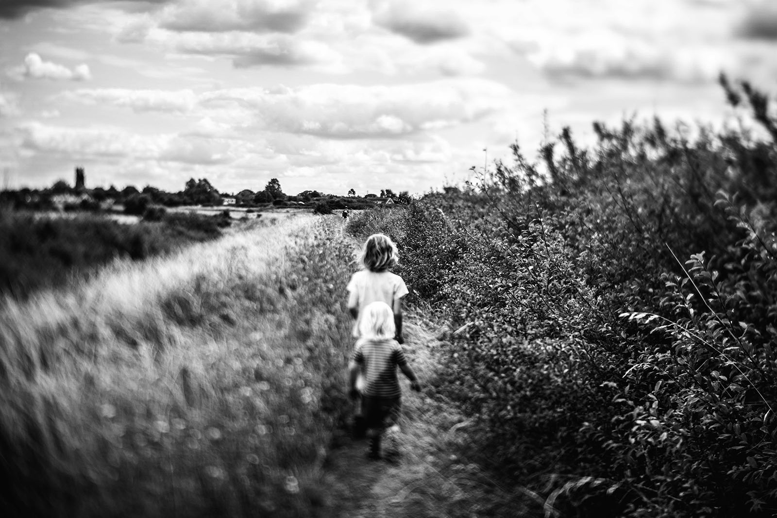Freelensed image of kids running, budget photography