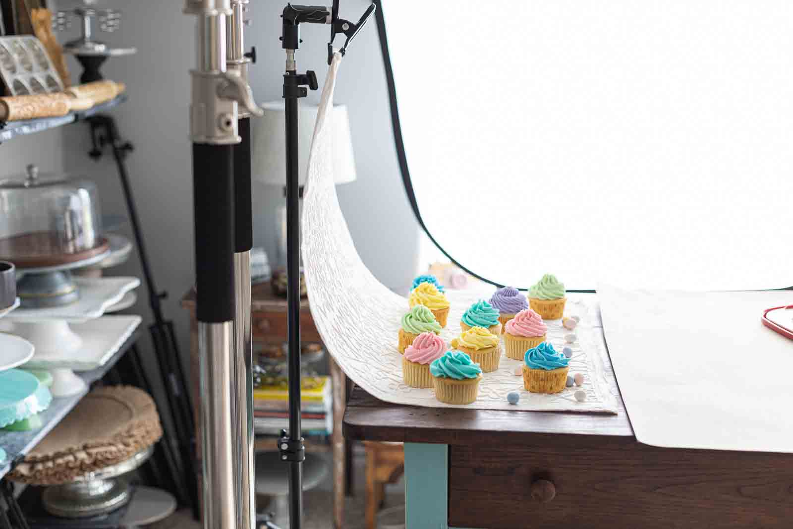 DIY seamless backdrop photography - with cupcakes