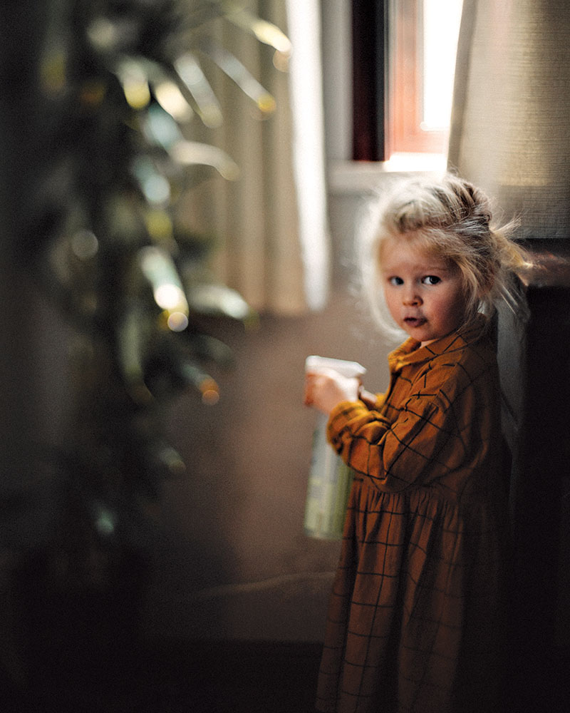 Girl near window quarantined in China
