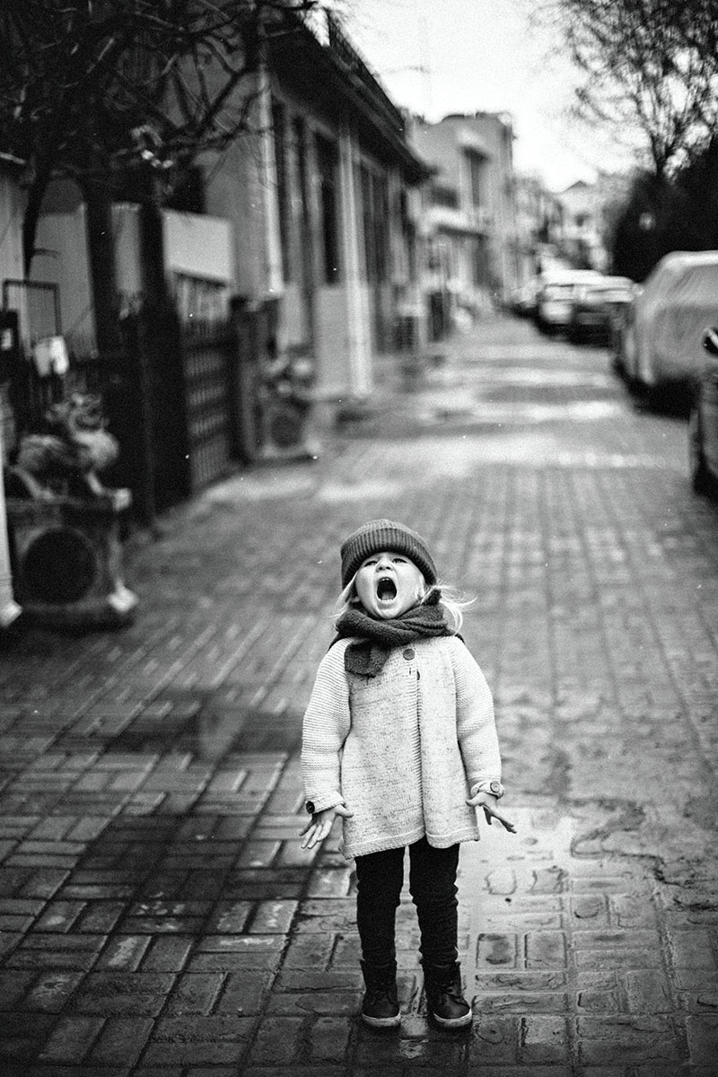 Photo of a girl yelling in the street while quarantined in China during Coronavirus